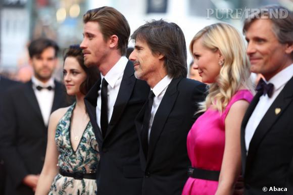 Kristen Stewart prend la pose aux côtés de Garrett Hedlung, le réalisateur Walter Salles, Kirsten Dunst et Viggo Mortensen.