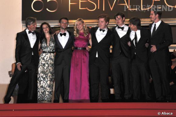 L'équipe du film au complet prend la pose.