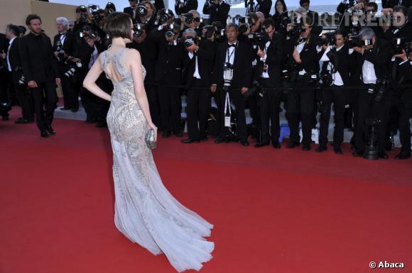 Bien inspirée, la jeune femme se fait remarquer sur tapis rouge.