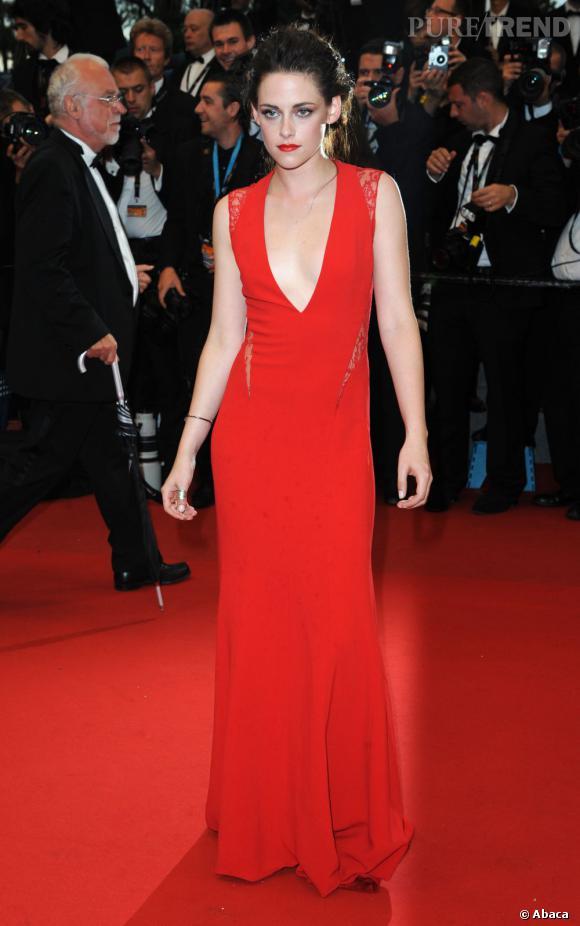Avec son jeu de découpe, la robe Automne-Hiver 2012/2013 réchauffe l'atmosphère.