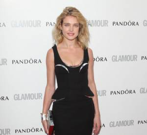 Natalia Vodianova VS Podium : La robe peplum futuriste Versace