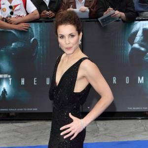 Noomi Rapace fait de la concurrence à Charlize Theron à la première de Prometheus en Valentino.