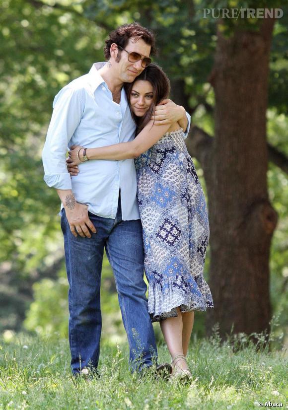 Mila Kunis prend quelques kilos pour avoir l'air enceinte dans le film, ici aux côtés de Clive Owen.