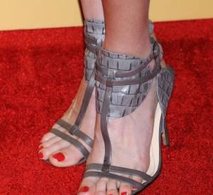 Les sandales croco grises de Lake Bell.