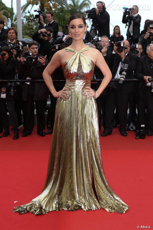 Bérénice Marlohe lors de sa montée des marches à Cannes.