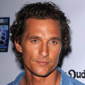 Papa sportif : Matthew McConaughey, un papa ultra-sportif adepte du footing.
