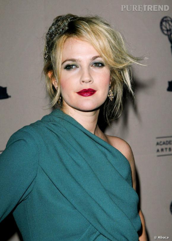 Drew Barrymore, la bouche en coeur.