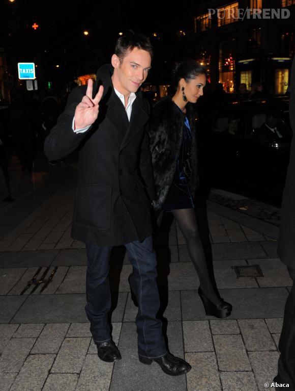 A la ville :  Jonathan Rhys Meyers, l'acteur au comportement auto-destructeur que les marques de luxe s'arrachent et qui fait fantasmer les filles.