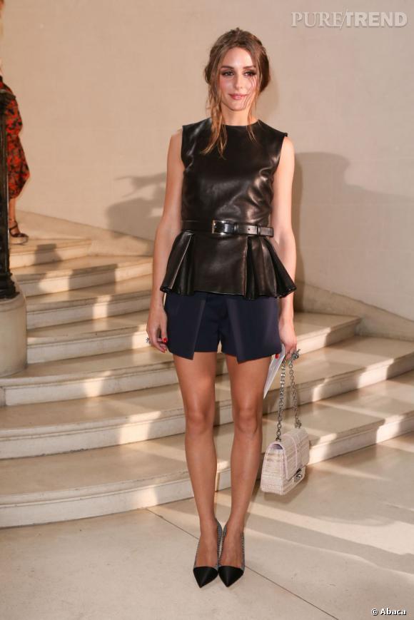 Olivia Palermo ose le péplum en cuir chez Dior.