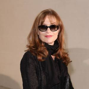 Isabelle Huppert so chic chez Dior.