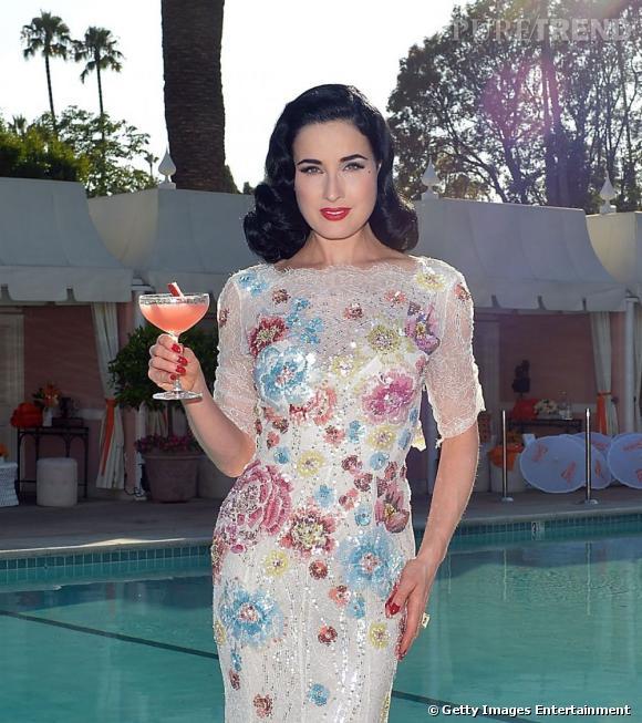 Dita Von Teese fait sensation lors d'une pool party organisée par Cointeau à Beverly Hills.