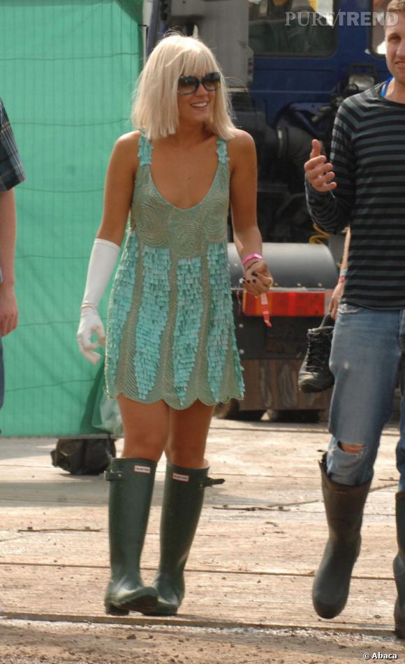 """Le top """"look de festival"""" :  à quelques détails près, Lily Allen réussit son second look de festival. On salue l'audace surtout."""