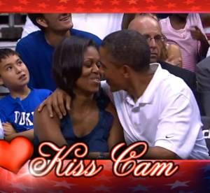 Michelle Obama et Barack  : un bisou devant 200 000 spectateurs, la Kiss Cam a encore frappé !
