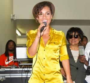Alicia Keys : kitsch et boudinée dans son jean... Le flop mode du jour