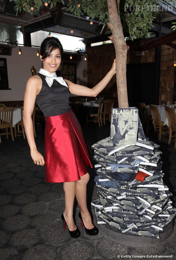 Si elle choisit un ensemble très difficile à porter pioché chez Contrarion New York, l'actrice sait comment prendre la pose.