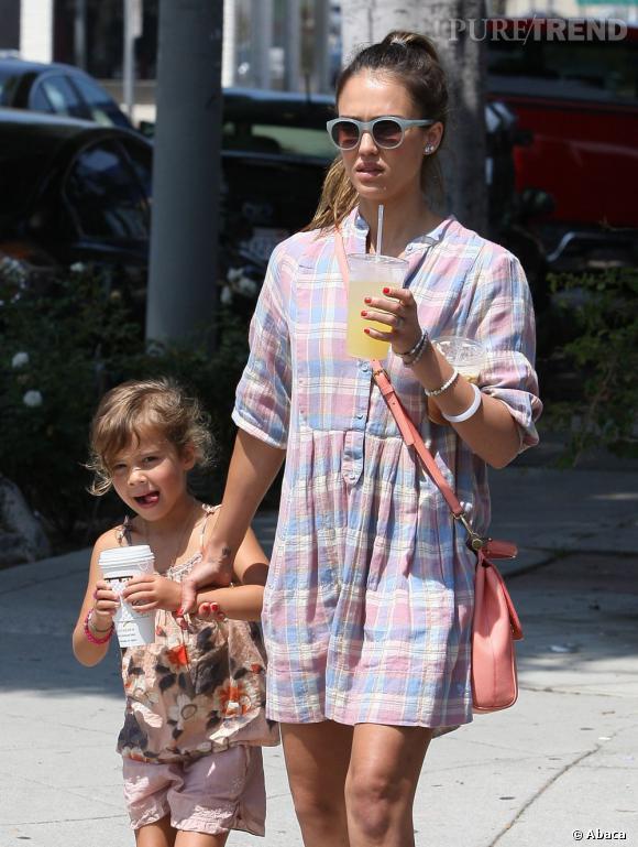 Jessica Alba dans les rues de Los Angeles en famille.