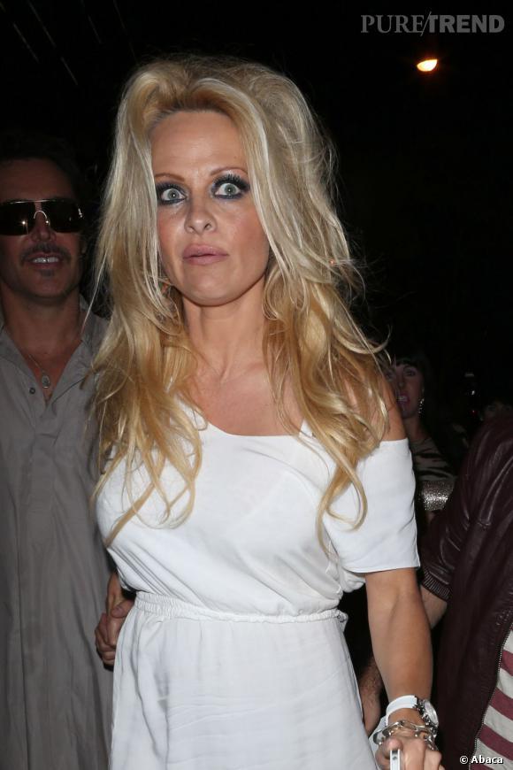 Pamela Anderson ou le regard de la folie.