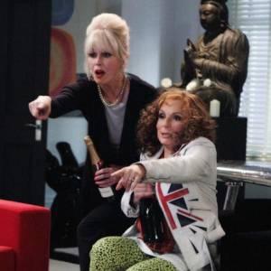 """Show emblématique """"Absolutely Fabulous"""" est aussi cynique que burlesque. Ses actrices Jennifer Saunders et Joanna Lumley, qui incarnent des quadra alcooliques, sont des symboles de l'humour anglais dévergondé."""