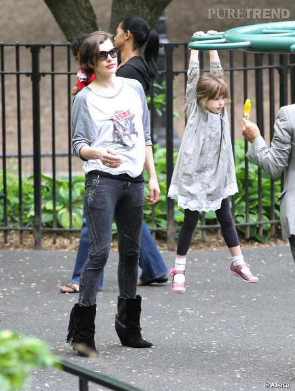 Qui ?  Ever, la fille de Milla Jovovich.    Catégorie ?  on est également dans la catégorie de la gymnastique, comme pour le neveu de Kim Kardashian.