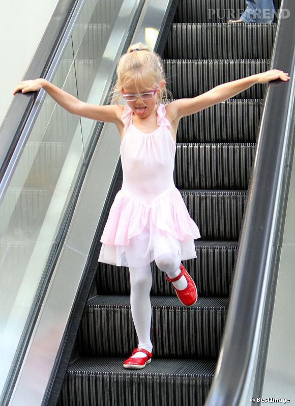 Qui ?  Violet, la fille de Jennifer Garner.    Catégorie ?  La danse classique, on joue les ballerines.