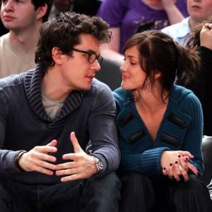 De 2007 à 2008 : juste avant qu'il ne succombe à Jennifer Aniston, John Mayer a été le boyfriend de Minka Kelly. Après quelques mois de relation, ils se séparent mais restent amis. La preuve que John peut être autre chose que goujat.