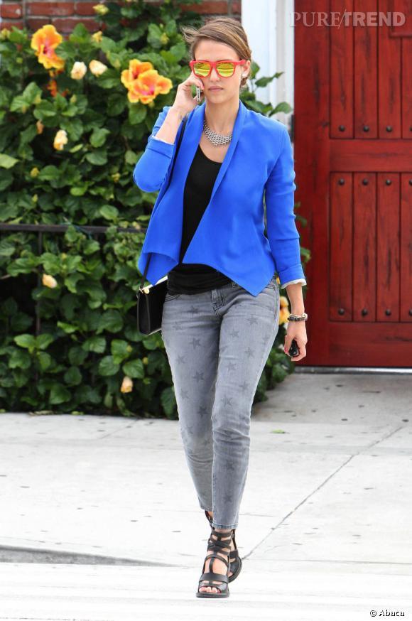 Jessica Alba dans les rues de Los Angeles, un modèle mode à suivre.