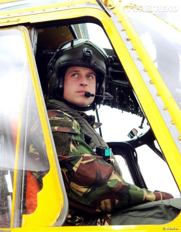 Avec son équipe de sauveteurs, le Prince William a sauvé deux jeunes filles de 16 et 13 ans de la noyade ce week-end. Pas de cheval blanc mais un hélicoptère pour ce conte de fée des temps modernes.