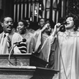 """Whitney Houston dans """"La femme du pasteur"""" de 1997 avec Denzel Washington."""