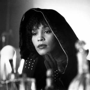 "Whitney Houston dans ""The Bodyguard"", son film culte."