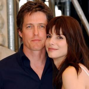 Hugh Grant et Sandra Bullock, une autre de ses conquêtes. Coquin.