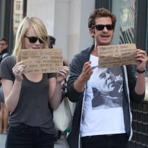 Emma Stone et Andrew Garfield profitent de leur notoriété pour faire passer le mot...