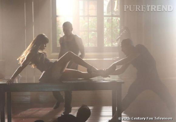 """Lea Michele s'offre une choré très hot et reprend """"Oops!... I did it Again"""" de Britney Spears."""