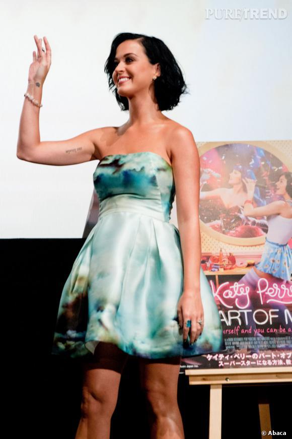 """Katy Perry, apparition réussie lors de la première de son documentaire """"Part of Me"""" à Tokyo."""