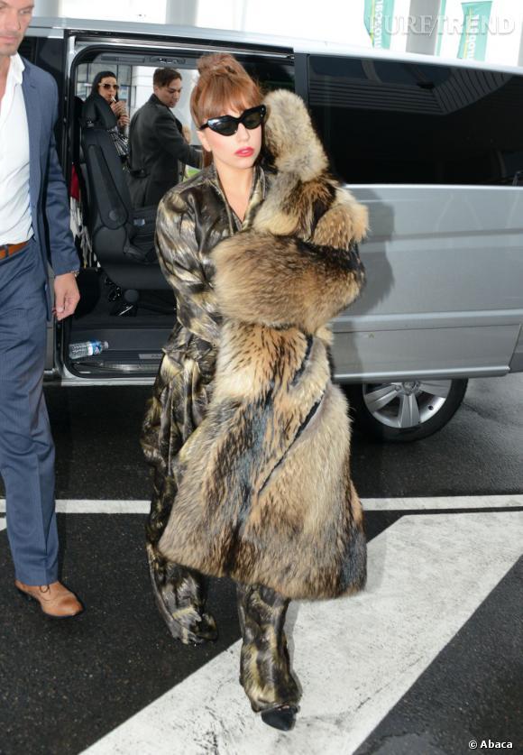Lady Gaga surprend toujours par ses apparitions plus ou moins mode. Mais le pyjama, c'est le flop.