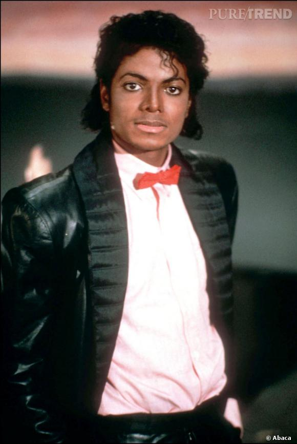 Michael Jackson et ses boucles noires mi-longues.