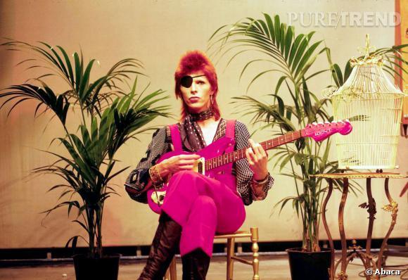 David Bowie et sa coupe mulet couleur de feu.
