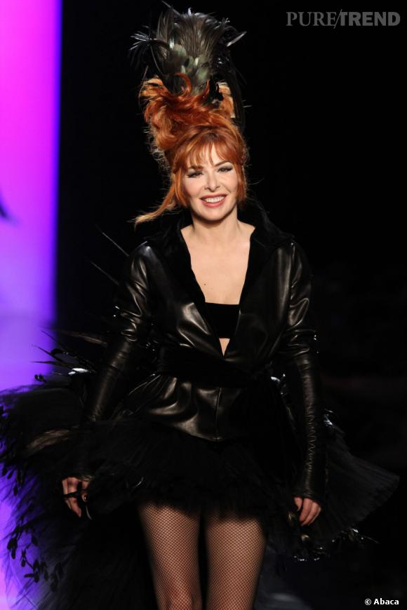 Mylène Farmer a cloturé le défilé Haute Couture précédent de Jean Paul Gaultier.