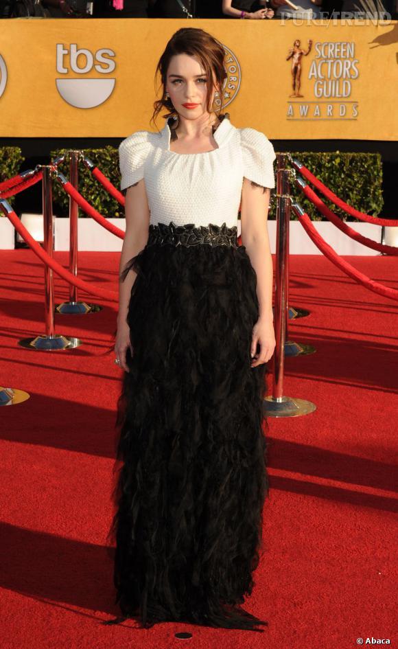 Emilia Clarke, éblouissante dans une robe Chanel de la collection Automne/Hiver 2011 en janvier dernier.