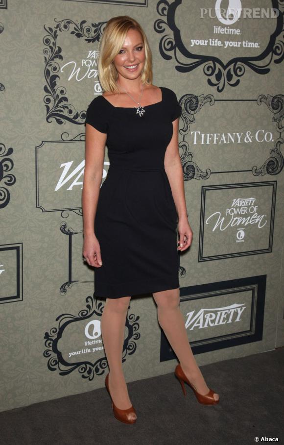 Katherine Heigl tente la petite robe noire mais fait tout de même une erreur : les collants beige !