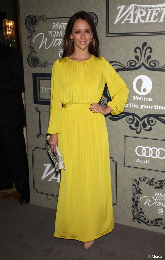 Jennifer Love Hewitt ose la jaune ! On aurait préféré avec une robe moins ample, mais ça lui illumine le teint !