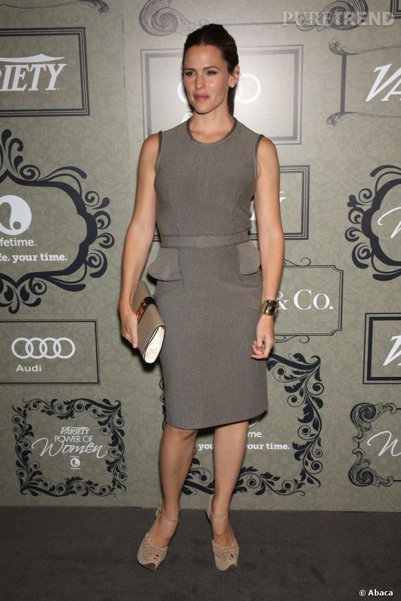 En robe grise Givenchy, Jennifer Garner regagne ses points fashion !