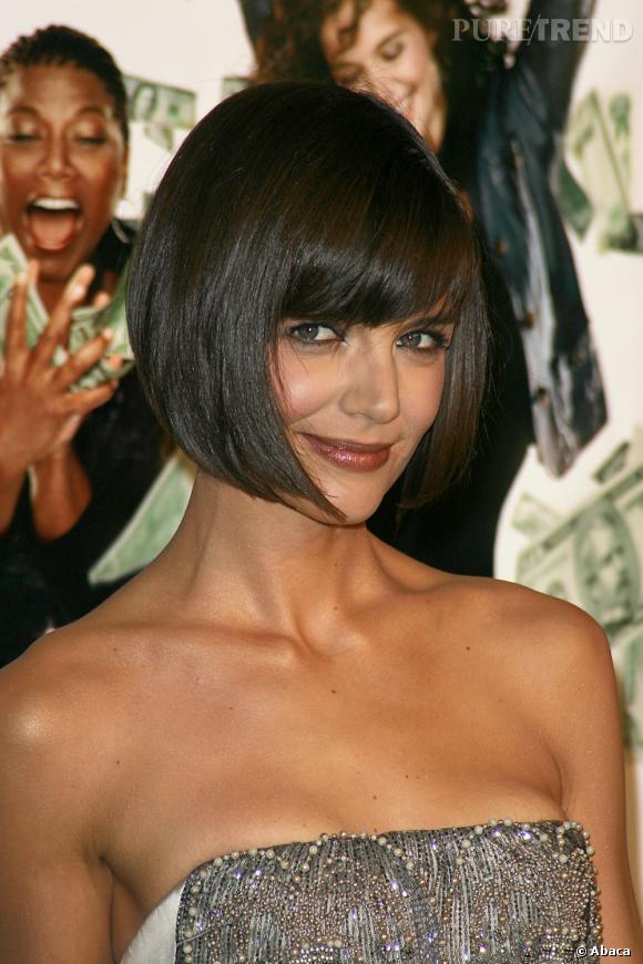 Katie Holmes est passée par toutes les franges, de la minimaliste à la frange droite. Ici, elle décide de la coiffer sur le côté pour lui donner une allure moins stricte.