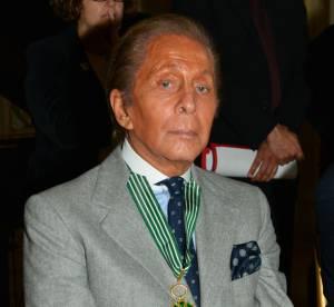 Valentino, sacré Commandeur de l'Ordre des Arts et des Lettres