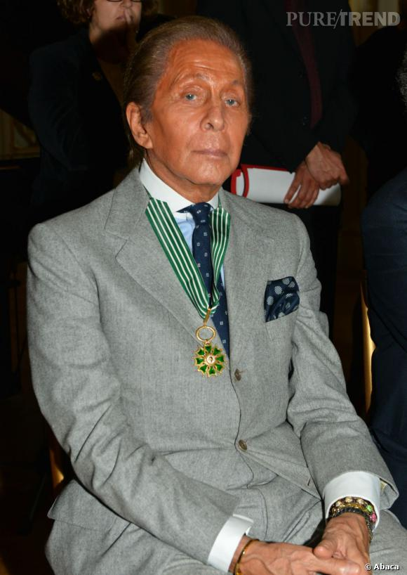 Le couturier Valentino a reçu les insignes de Commandeur de l'Ordre des Arts et des Lettres.