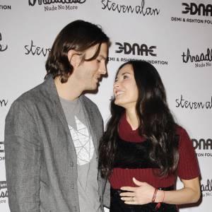 Demi Moore avait tenu bon face aux rumeurs de tromperie de son jeune mari. Mais après avoir appris son aventure avec Sara Leal, elle demande le divorce.