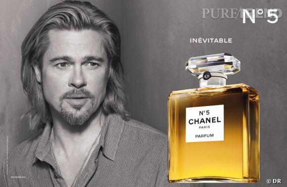 Le visuel en noir et blanc de Brad Pitt contraste avec l'ambre du parfum.