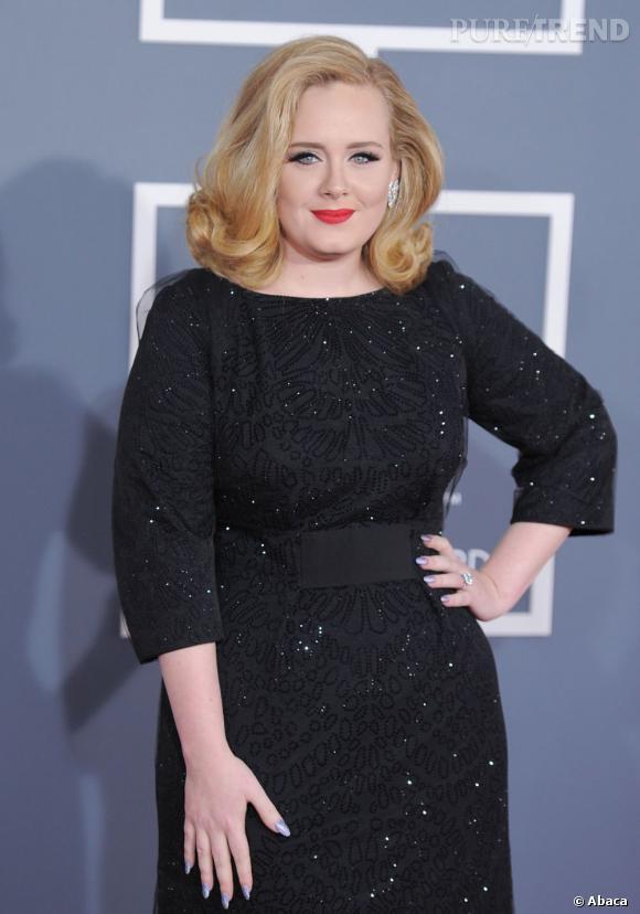 Depuis vendredi, Adele est devenue maman d'un petit garçon dont le prénom est pour l'instant toujours inconnu.