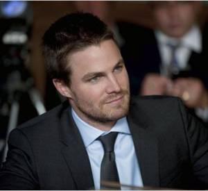 """Millionnaire bad boy et super-héros au coeur tendre : Stephen Amell n'a pas fini de nous charmer dans """"Arrow""""."""