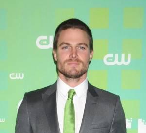 """Aujourd'hui devenu une star sur la chaîne CW, Stephen Amell garde la tête sur les épaules""""."""