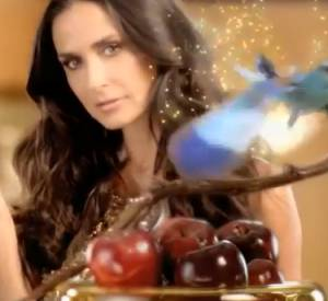 La campagne du parfum More de Demi Moore.